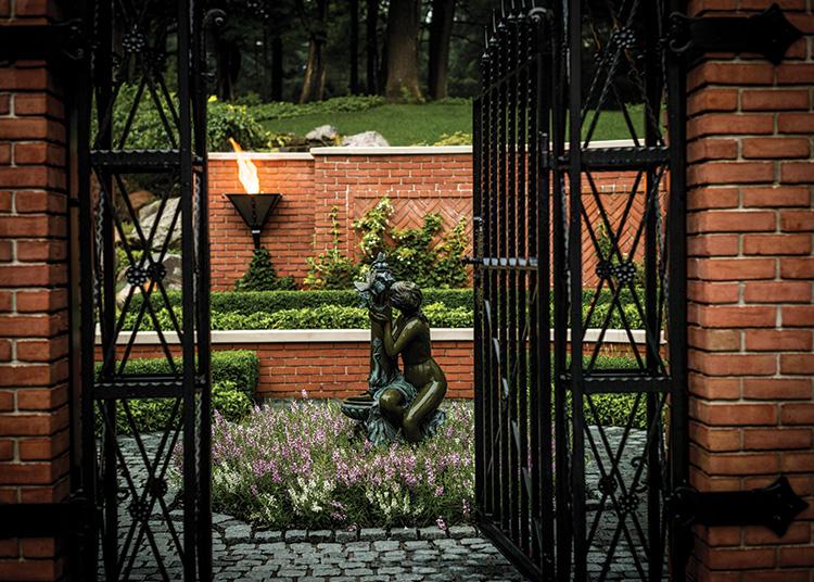 Gardens That Beckon - Front Exterior